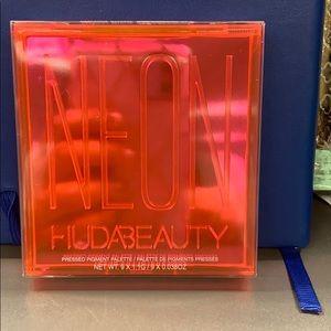 Huda Beauty Neon Eyeshadow Palette- Pink Obsession